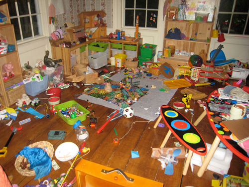 How to tidy up your kids\' room and easy spring cleaning plan